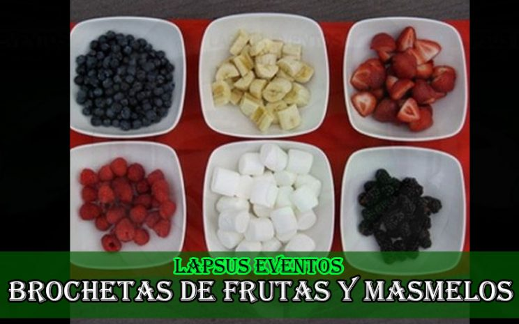 brochetas de frutas y masmelos